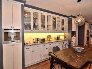 Custom Kitchen Pantries and Cabinets