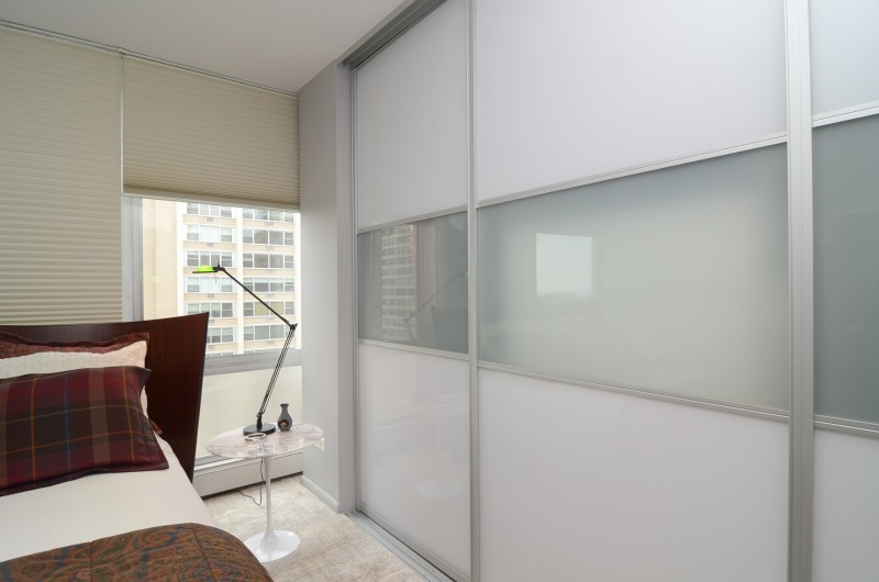 furniture-white-and-frosted-glass-closet-sliding-door-connected-by-white-window-blind-contemporary-bypass-closet-doors-to-perfect-the-closet-e1464373272569