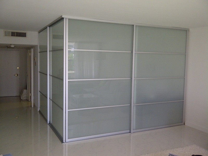 room-divider-white-laminate-glass-e1464197546892